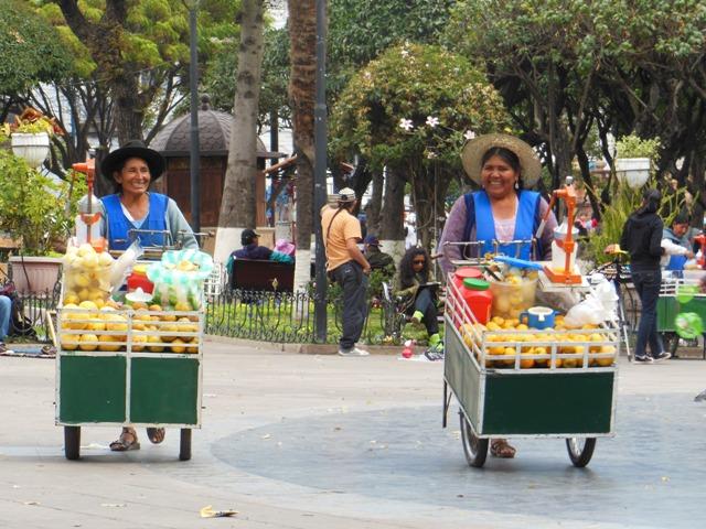 De 'Plaza 25 de Mayo' is het centrum van Sucre. Genieten in het zonnetje, de duiven voeren, en een verse jus d'orange voor maar €0,45.