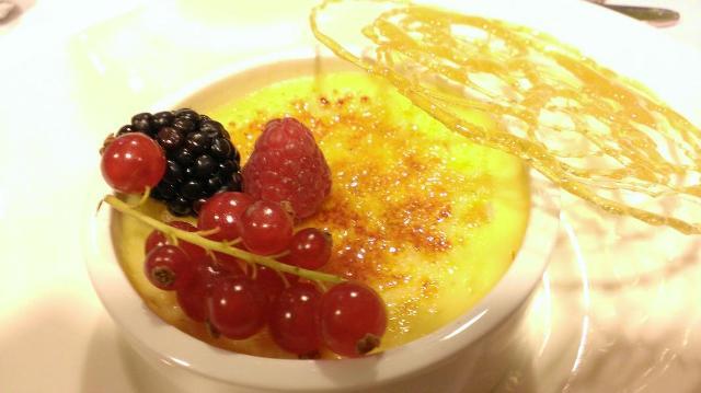 Crème brûlée in het Blue Riband Restaurant, DFDS Seaways