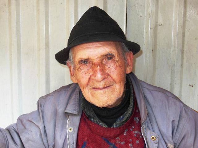 Lieve oude man die op opa lijkt
