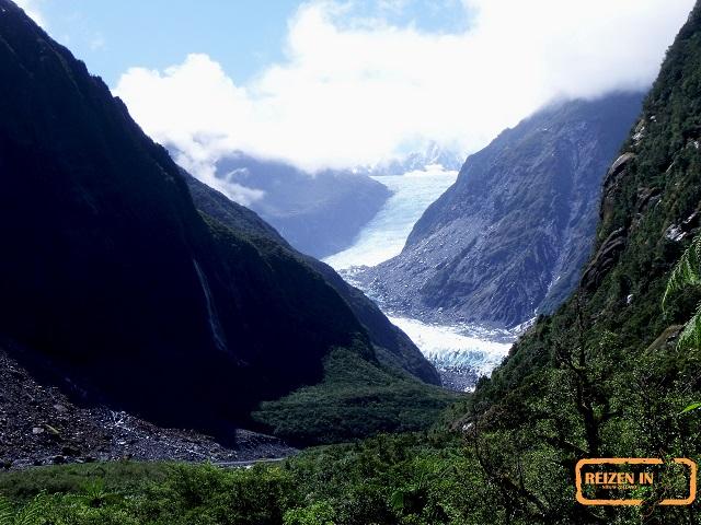 Gletsjers tussen het regenwoud