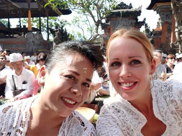 Ubud_Bali_locals_ceremonie