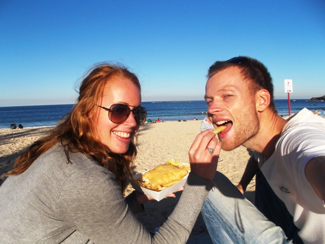 De fotogenieke cliff walk langs Sydney's mooiste stranden (Bondi Beach - Coogee) is een goede work-out. Althans, zonder die fish & chips.