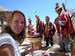 Authentiek uitgedoste straatmuzikanten in Sucre, Bolivia