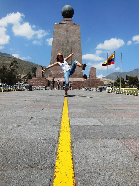 Balanceren op de evenaar, uniek! (Mitad del Mundo, Ecuador)
