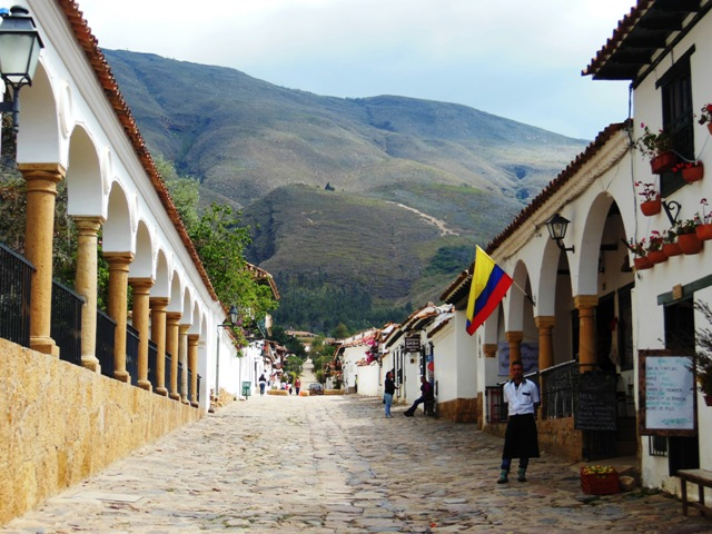 Het authentieke Villa de Leyva is gedeeltelijk omgeven door bergen.