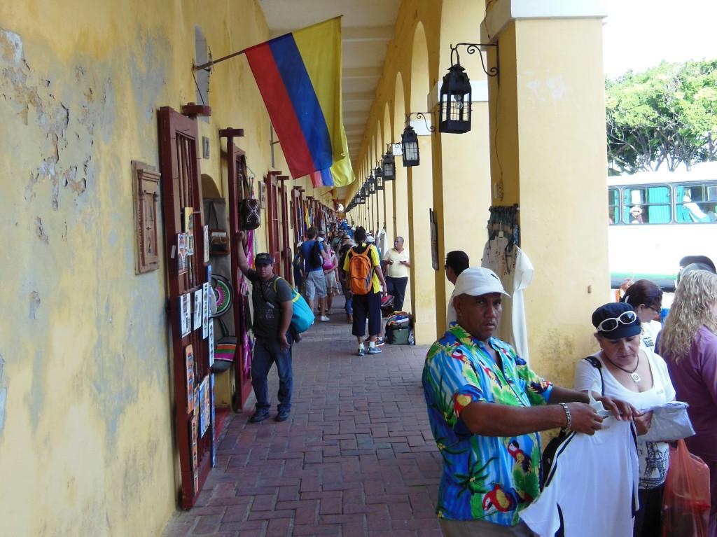 In de noord-oost hoek van de oude stad vind je Las Bovedas. Een verzameling van zo'n 25 kunst/souvenirshops, verstopt in de oude stadsmuur. Het is hier niet goedkoop, maar ze hebben wel leuke hebbedingetjes.
