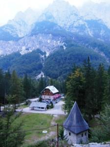 Aljazev dom, Vrata Valley