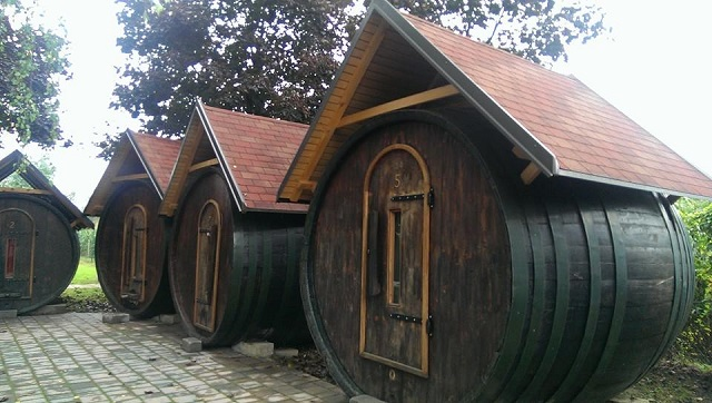Slapen in wijnvaten. Glamping bij Wine Barrel Village in Ptuj, Slovenie