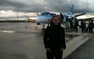 Foto van Manon voor het vliegtuig in St. Petersburg