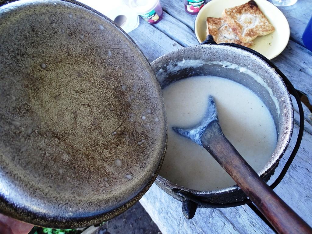 Homestay Swaziland maispap bij het ontbijt