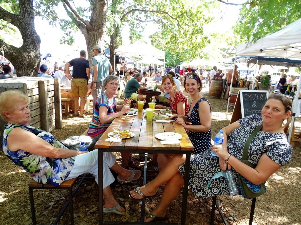 Gezellige lokale delicatessenmarkt in Franschhoek (Zuid-Afrika wijntip!)