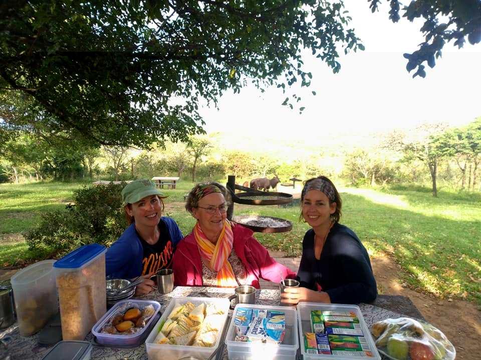 Lekkere bush breakfast tijdens safari in Hluhluwe-Imfolozi park, St. Lucia (Zuid-Afrika rondreis tip!)